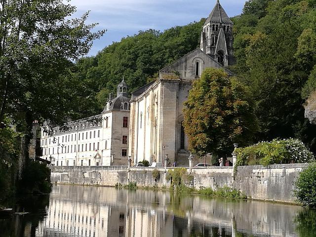 Die Abtei Pierre mit Kirchturm - Bartôme