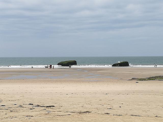 Bunker am Strand bei Ebbe