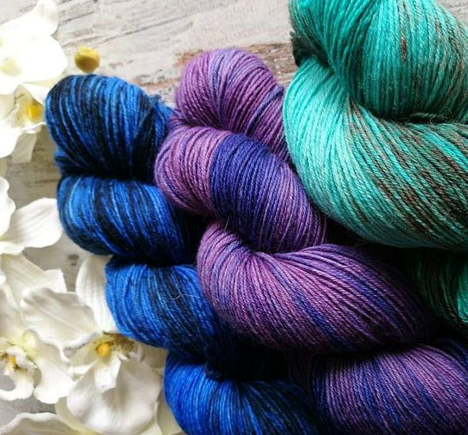 Woll-Stränge mit Säurefarbe gefärbt