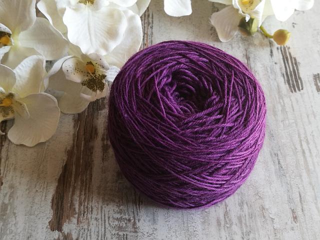 Handgefärbte Wolle wickeln